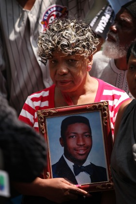 Family Members Of Victims Killed By Police Urge Cuomo To Keep Commitment On Special Prosecutor