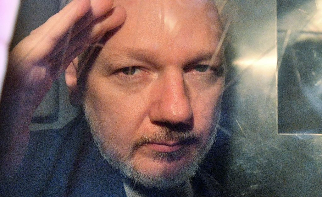 WikiLeaks Founder Julian Assange Accused of Conspiring With LulzSec and Anonymous Hackers thumbnail