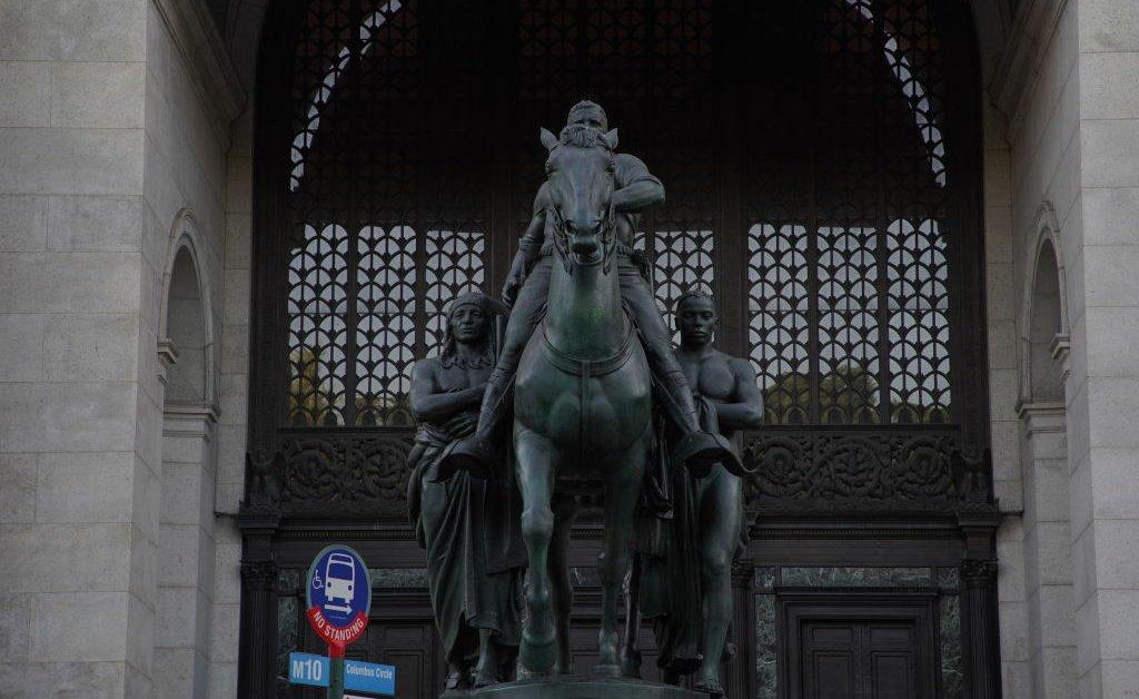 Статуя Теодора Рузвельта будет удалена из Американского музея естественной истории thumbnail