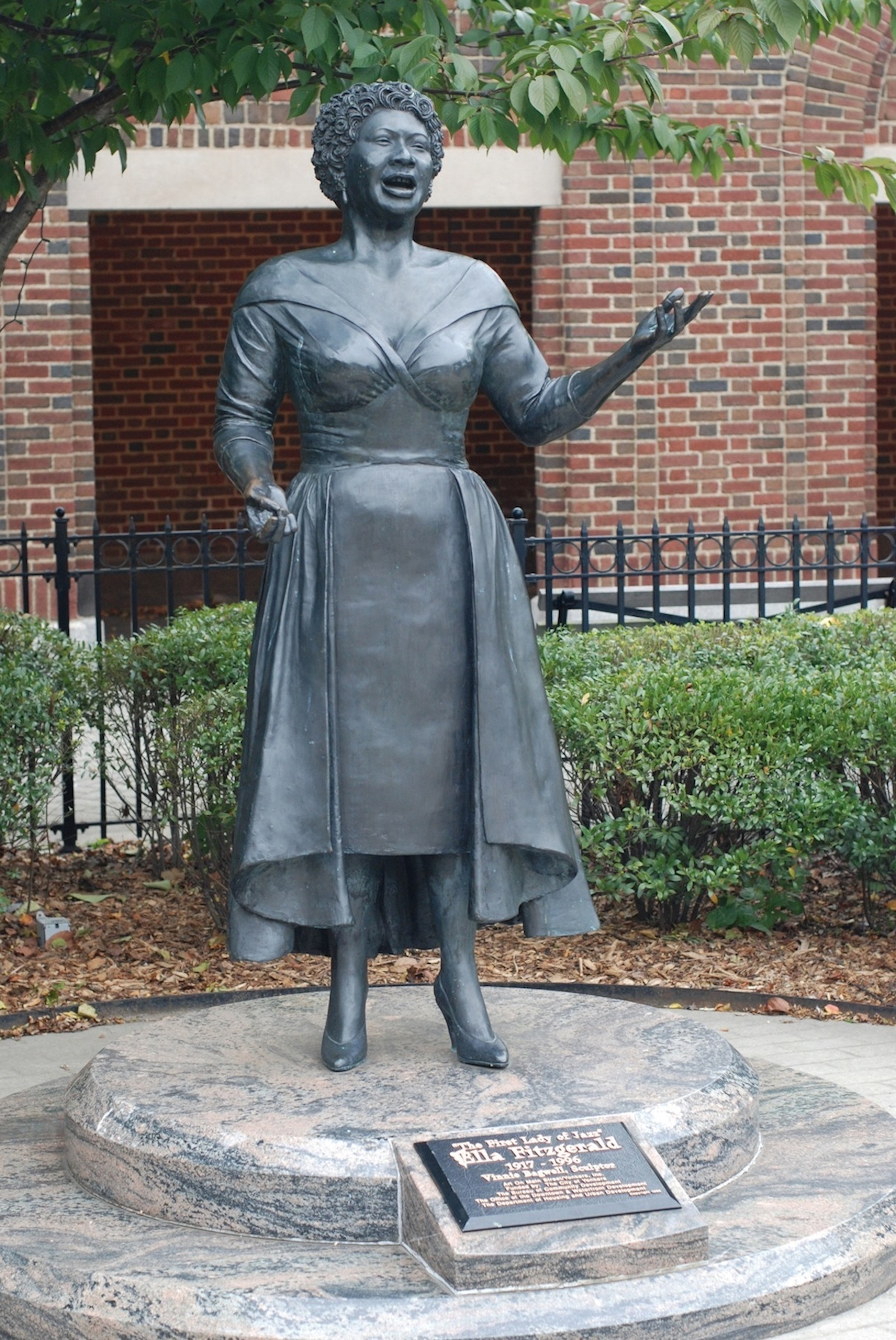 Vinnie Bagwell's  The First Lady of Jazz Ella Fitzgerald  was erected in Yonkers, N.Y., in 1996. It was the first sculpture of a contemporary African-American woman to be commissioned by a municipality in the United States.