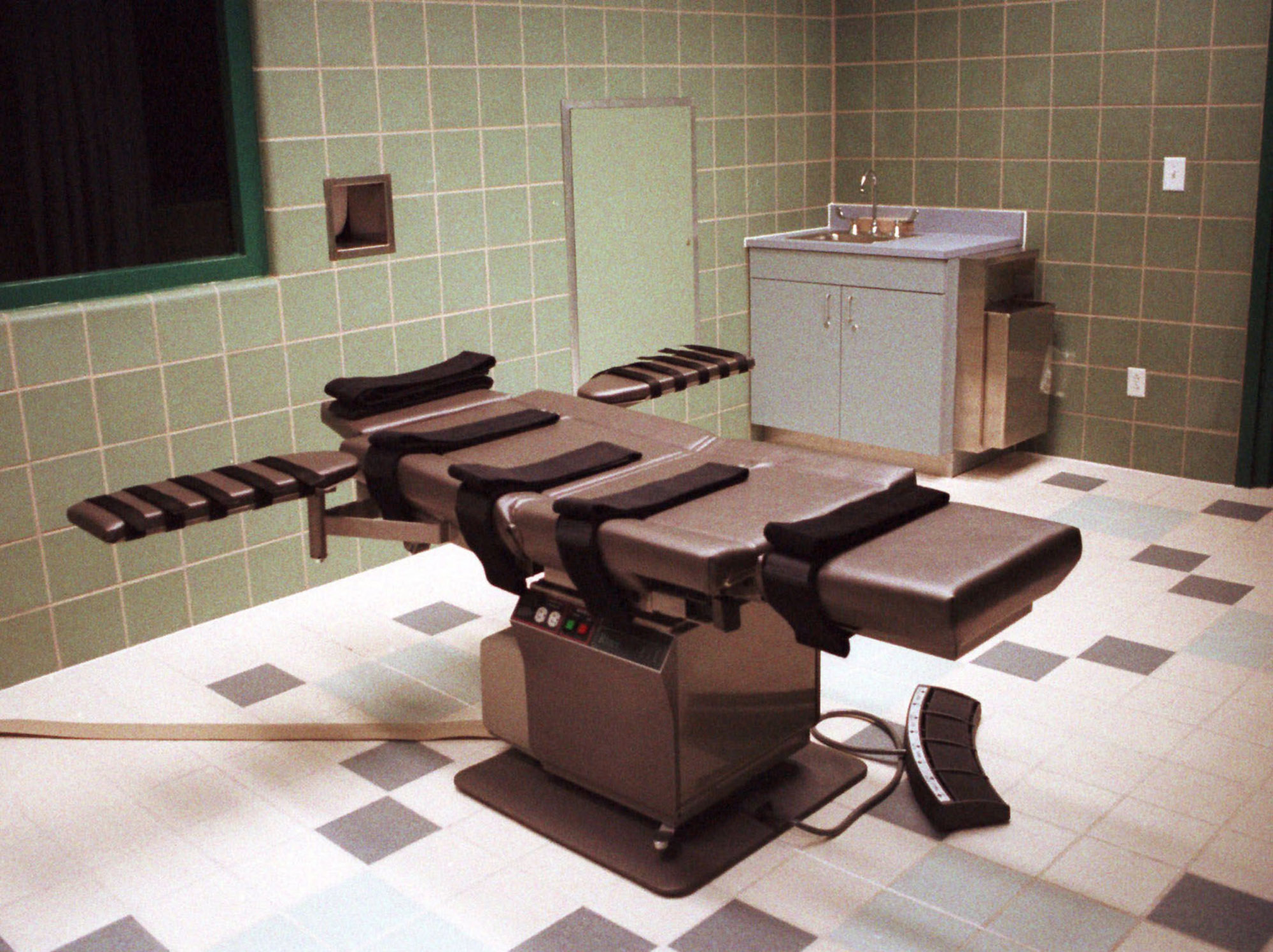 The death chamber, equipped for lethal injection, at the U.S. Penitentiary in Terre Haute, Ind., shown in this April 1995 photo.