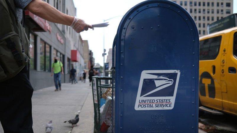 Trump Blocks Postal Funding to Thwart Mail Voting