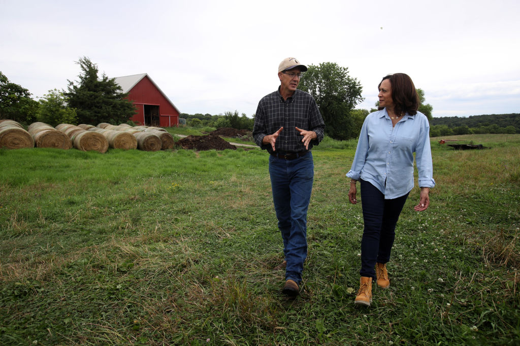 Then-Democratic presidential candidate U.S. Sen. Kamala Harris talks with farmer Matt Russell, who advocates for incorporating agriculture in climate solutions, while touring the Coyote Run Farm on August 11, 2019 in Lacona, Iowa.