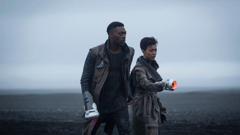 David Ajala and Sonequa Martin-Green in Star Trek: Discovery