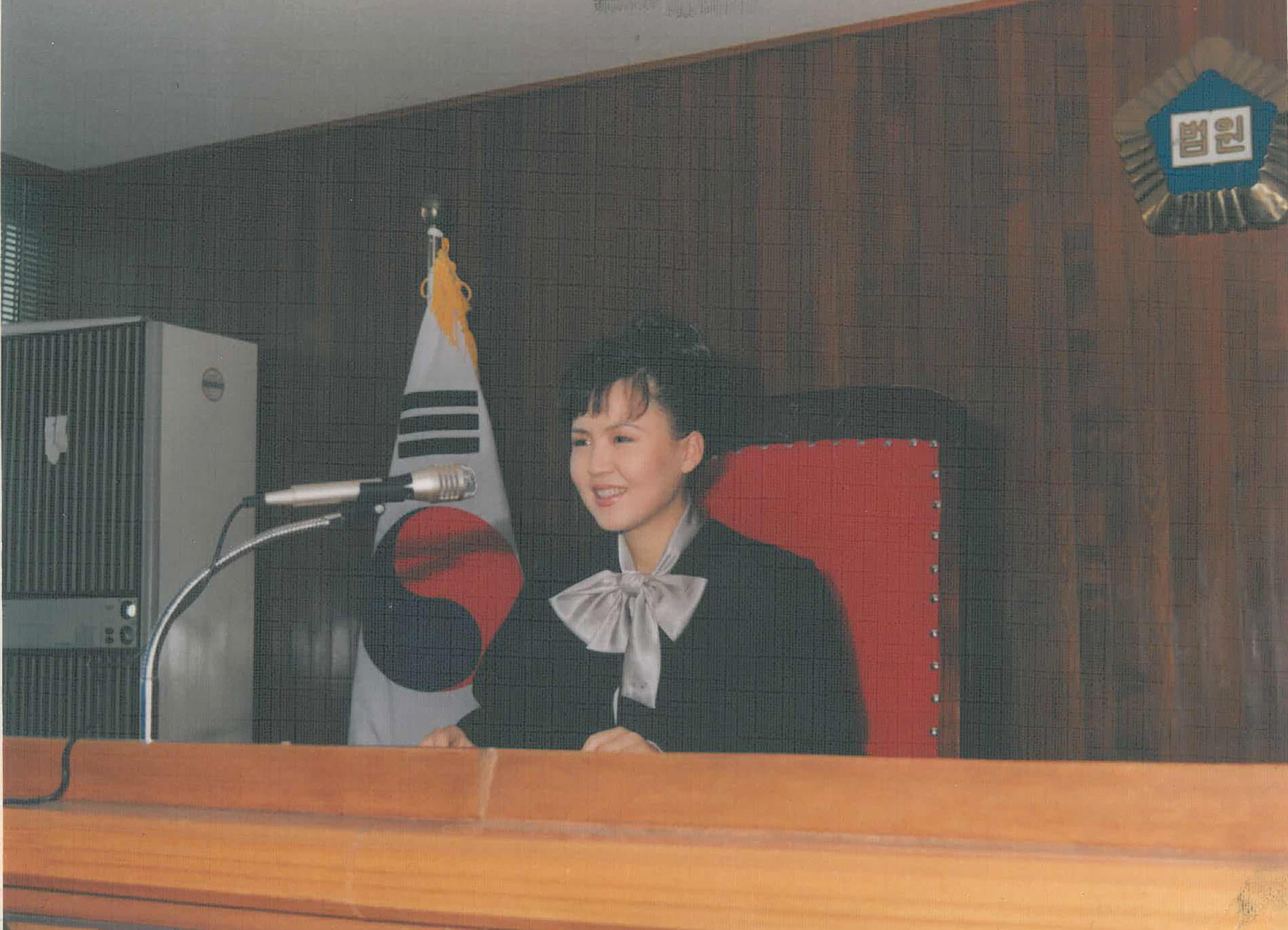 Lee working as a judge in the 1990s in Seoul