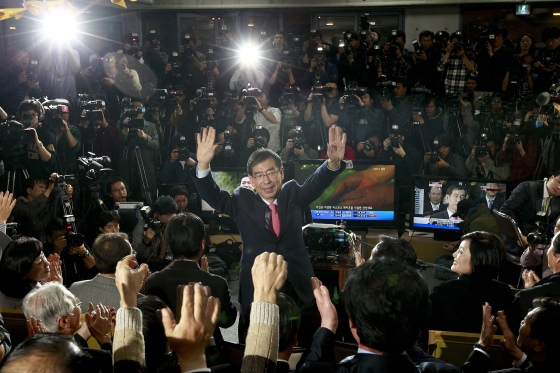 Park Won-soon celebrates with supporters after being elected Mayor of Seoul on Oct. 27, 2011