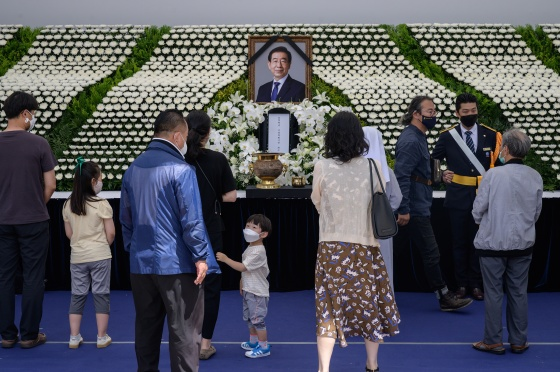 Mourners pay their respects at a public memorial for Park in Seoul on July 11