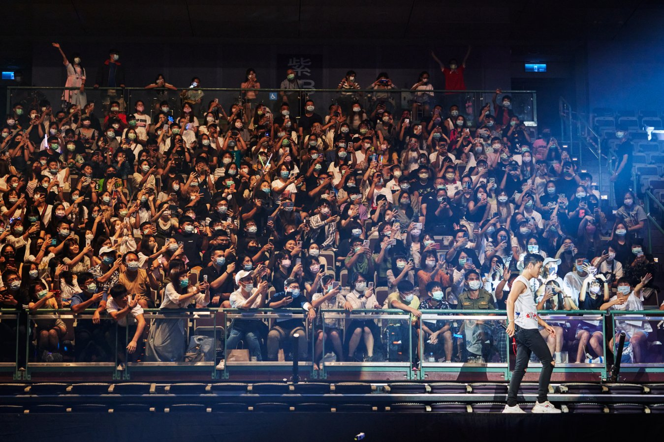 Eric Chou walks on an extended stagethat brought him close to fans sitting on the second level of the Taipei Arena on Aug. 8, 2020.