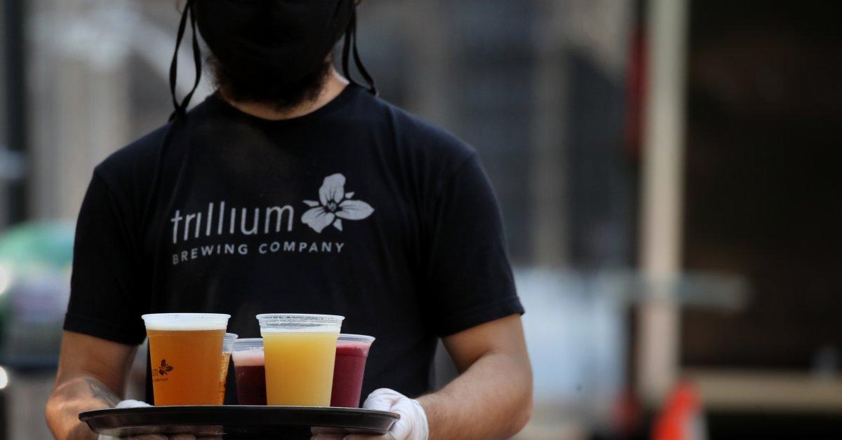 Согласно результатам исследования, американцы во время пандемии пьют больше, но, возможно, не так много, как вы думаете thumbnail