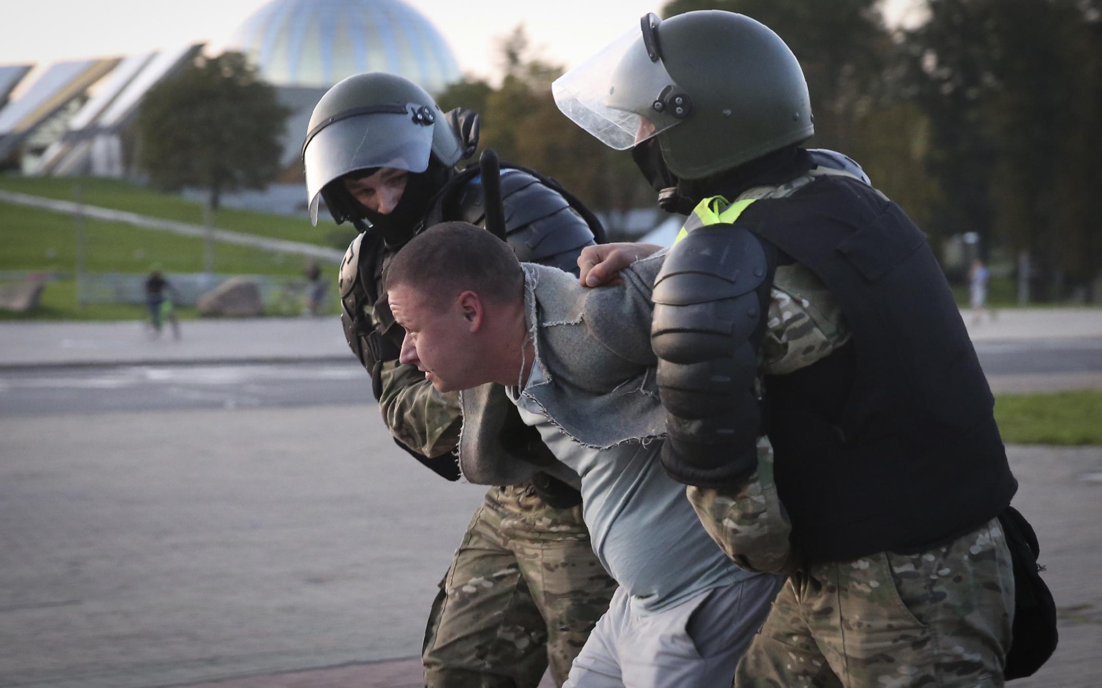 French President Macron Belarus Leader Lukashenko Must Go Time
