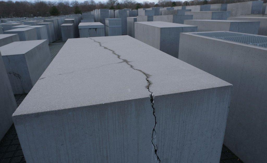 holocaust memorial jpg?quality=85&w=1024&h=628&crop=1.'