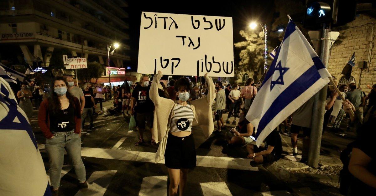 Thousands Protest Israel`s Prime Minister Despite Lockdown