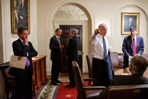 President Barack Obama, Vice President Joe Biden, and Treasury Secretary Timothy F. Geithner meet with Senate Democratic leaders in the Roosevelt Room of the White House, on Dec. 6, 2010.