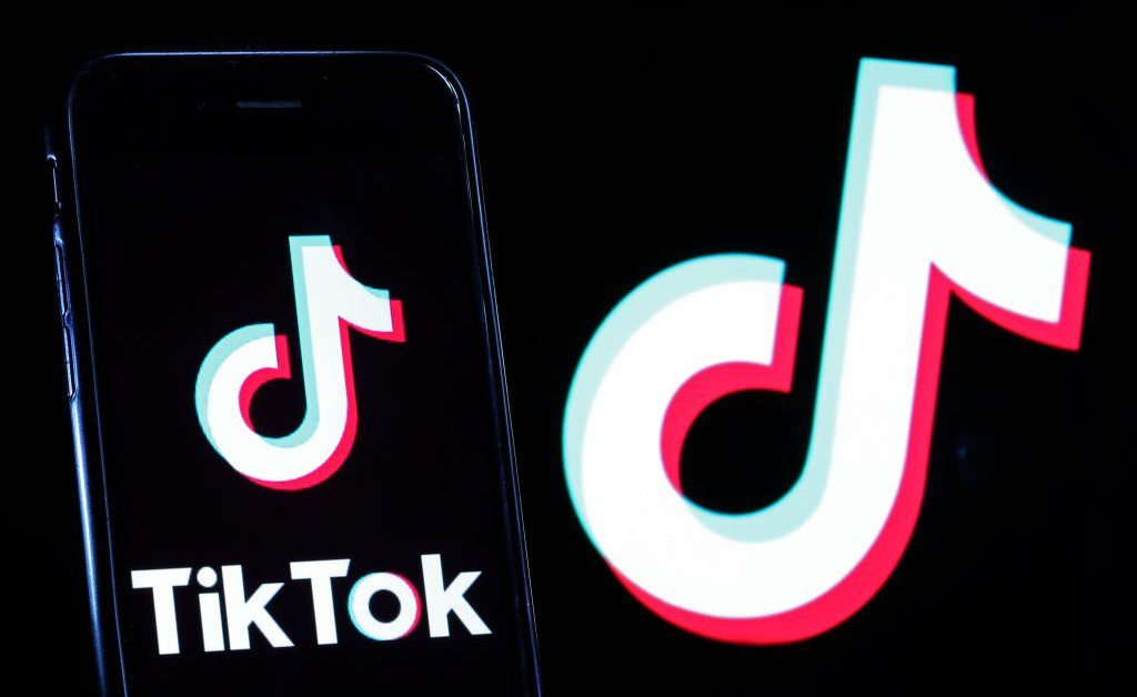 U.S. Bans Use of WeChat, TikTok for National Security