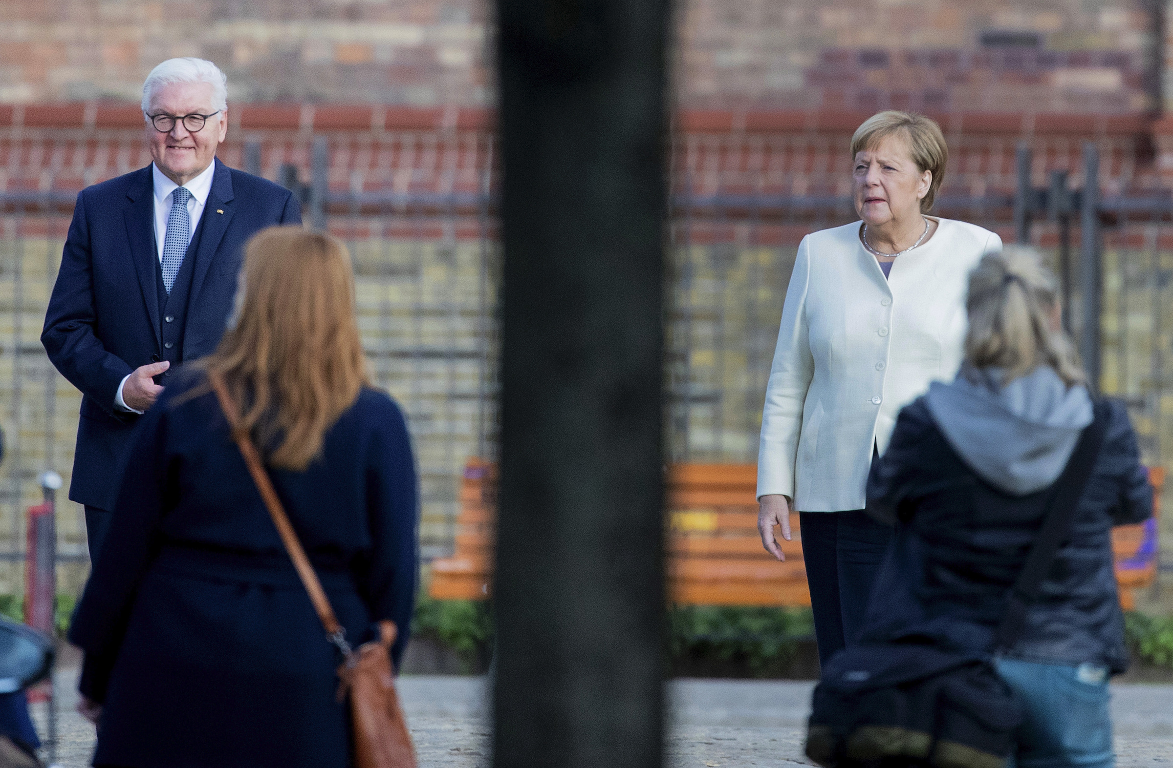 Federal President Frank-Walter Steinmeier and Federal Chancellor Angela Merkel (CDU) are standing in front of the church of St. Peter and Paul for a group photo before an ecumenical service on October 3.