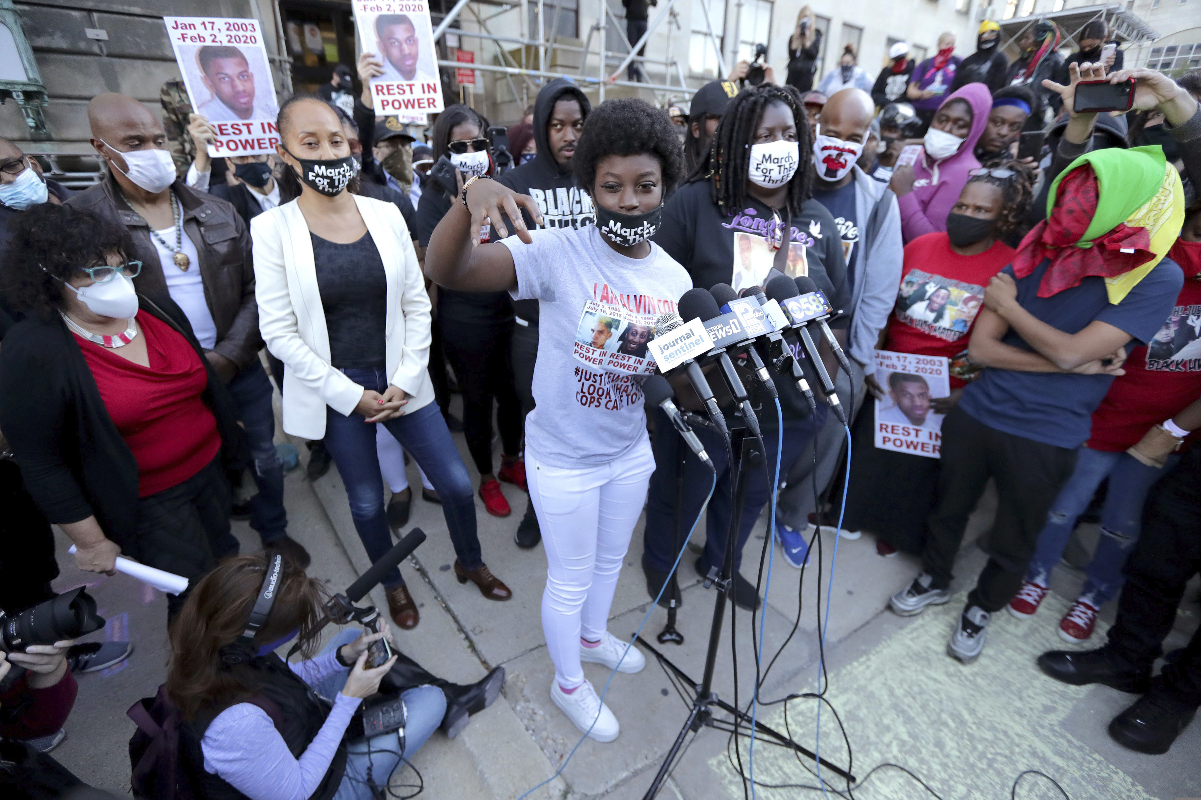 Taleavia Cole, Alvin Cole's sister, speaks to the media outside the Milwaukee County courthouse in Milwaukee on Oct. 7, 2020.