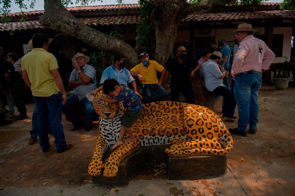Agricultores aguardam reunião com políticos no dia 19 de setembro para discutir os incêndios recordes no Pantanal durante a estação seca.