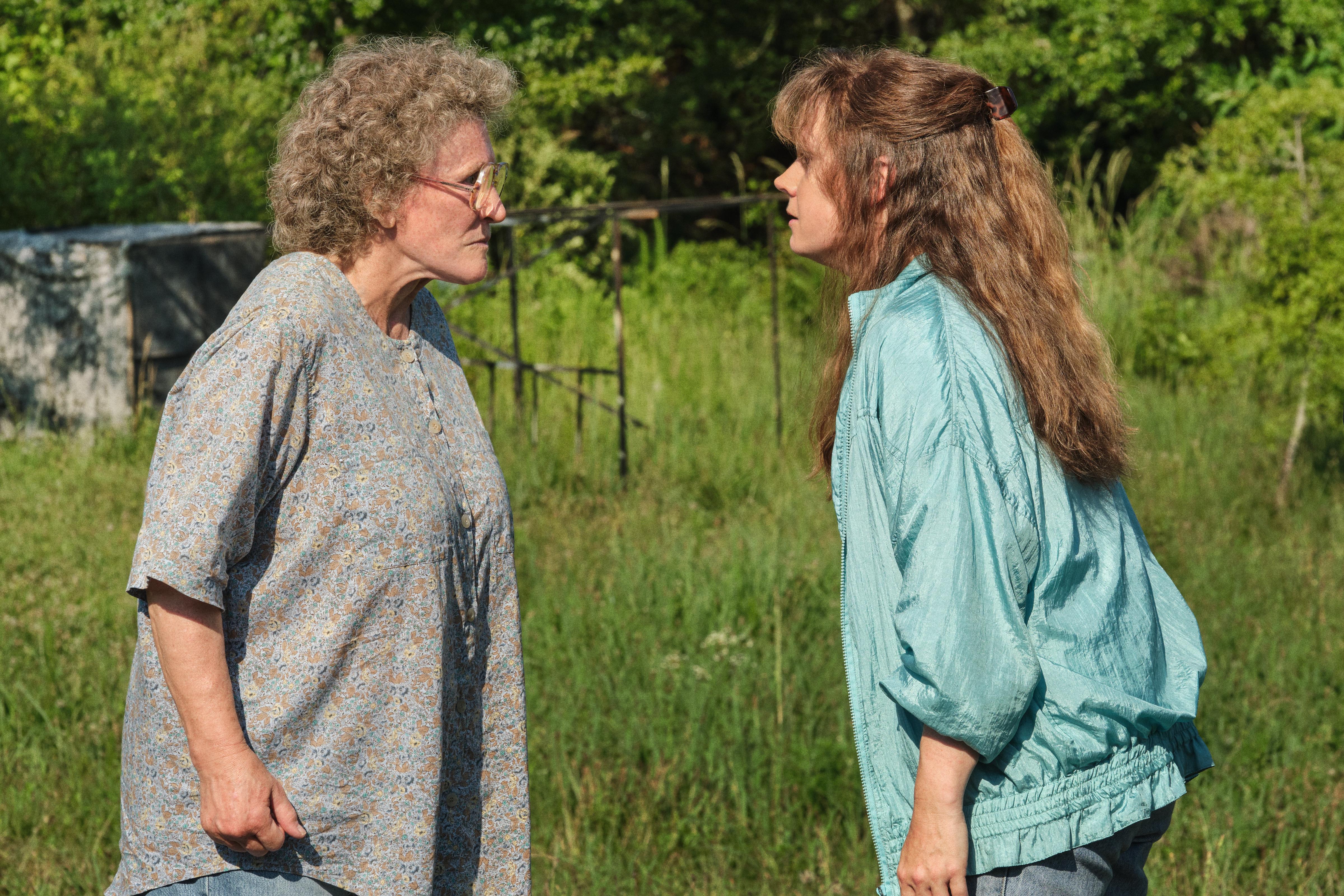 Glenn Close as Mamaw and Amy Adams as Bev in 'Hillbilly Elegy'