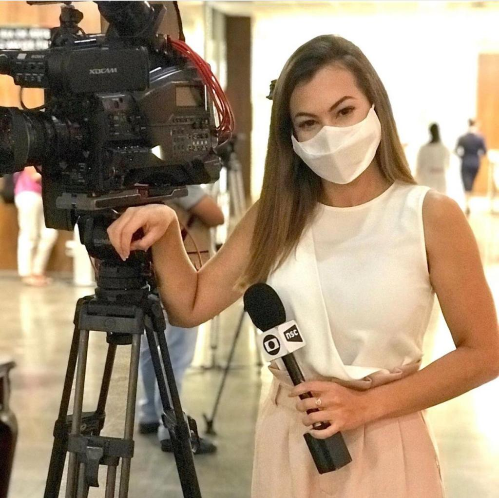 Bárbara Barbosa was covering the pandemic in Brazil when a group of men and women harassed her and her cameraman.