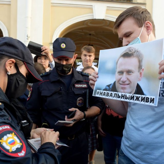 Russia Cracks Down Ahead of Pro-Navalny Protests