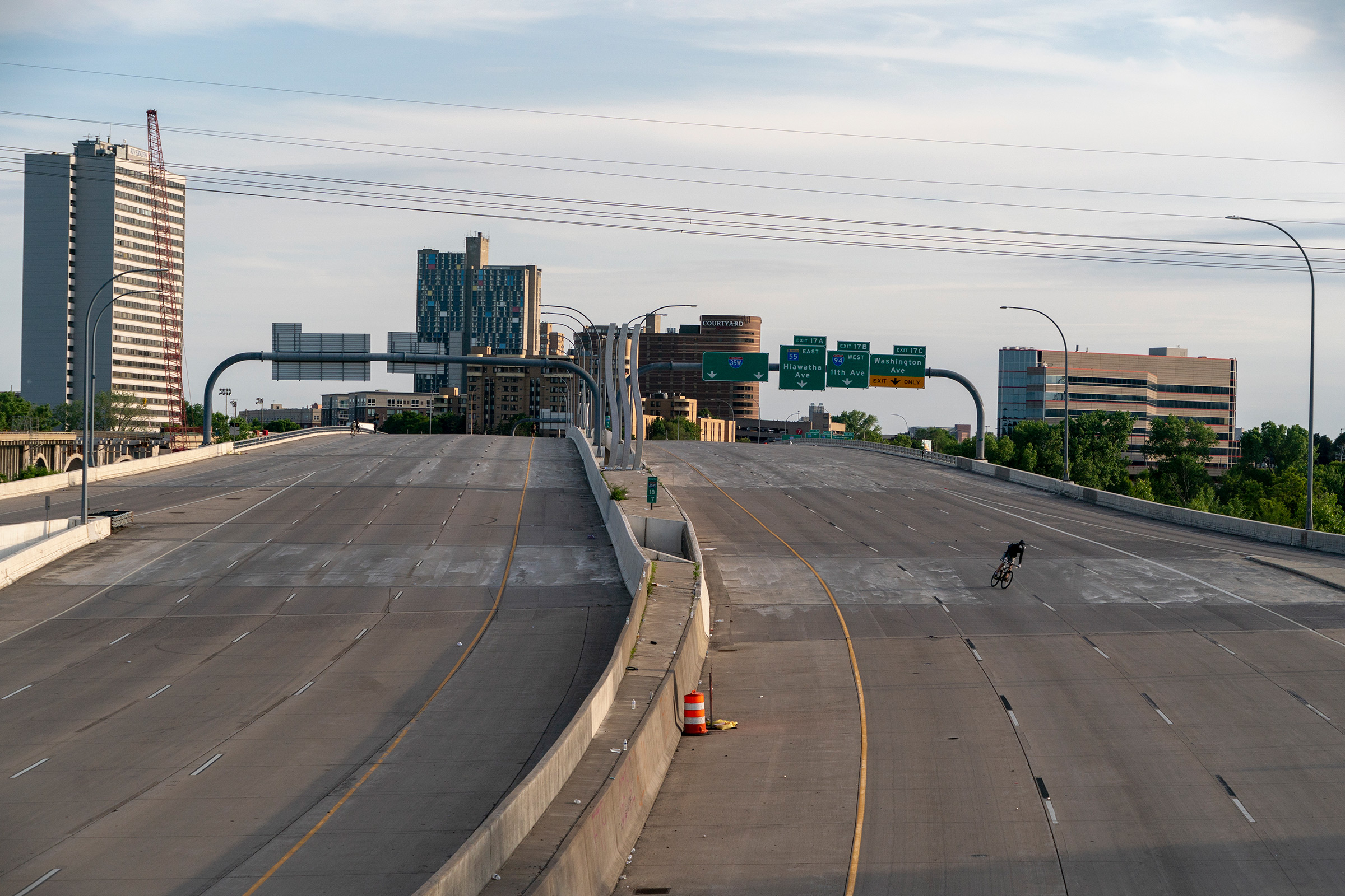 Minneapolis, May 31, 2020. A closed highway during protests following Floyd's killing by police.