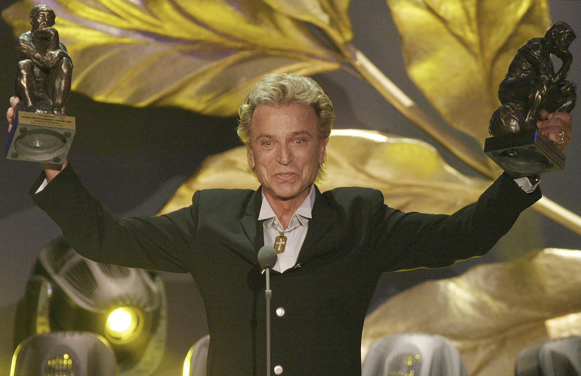German illusionist Siegfried Fischbacher of the duo  Siegfried & Roy  holds their trophies after receiving the World Entertainment Award at the World Award 2003 ceremony in Hamburg, northern Germany, on Oct.22, 2003.