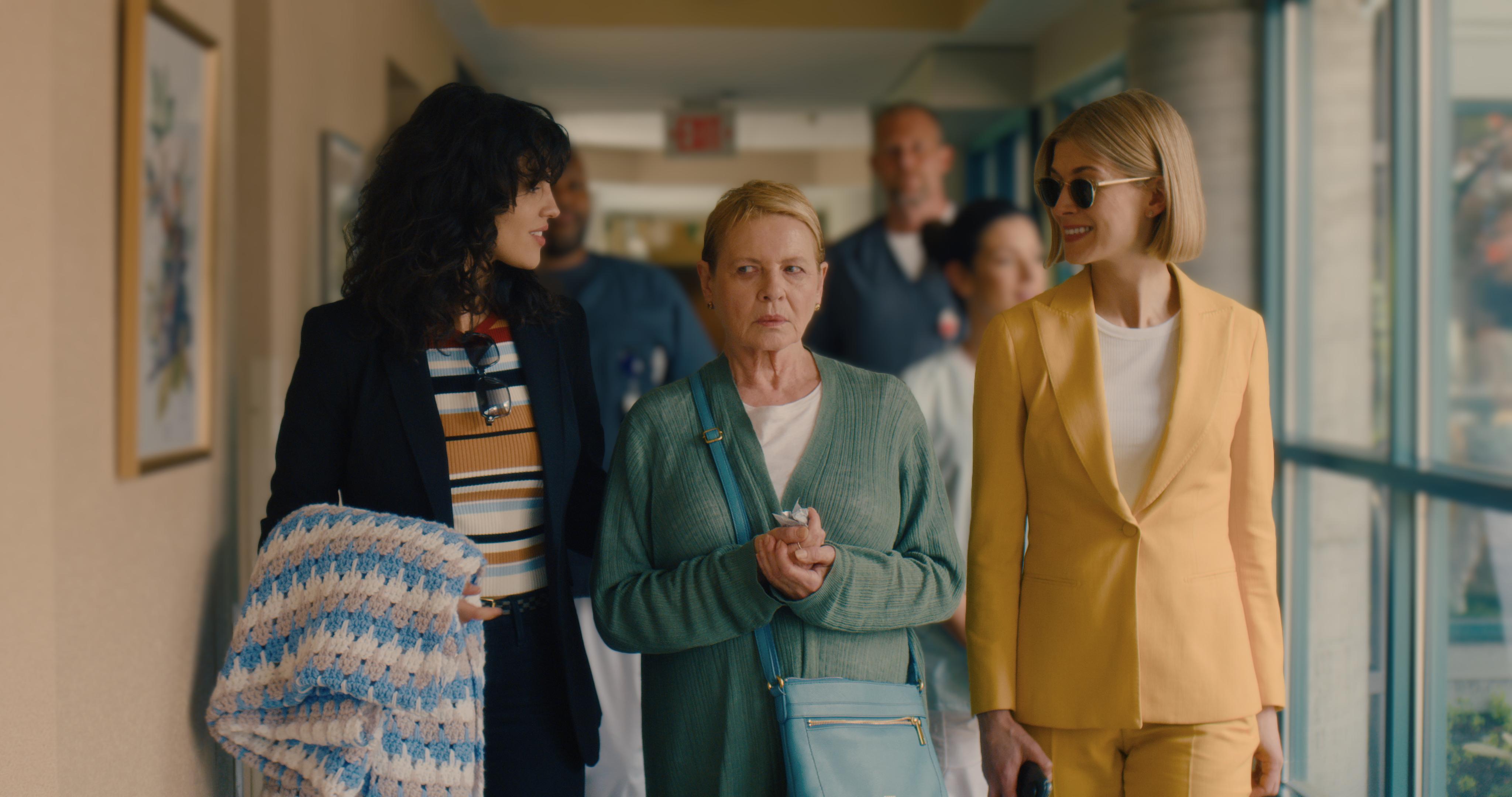 Eiza Gonzalez's Fran and Rosamund Pike's Marla accompany their victim, Jennifer (Dianne Wiest, center) to a nursing home