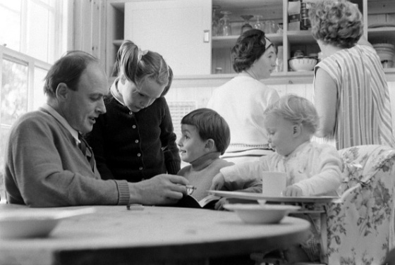 Roald Dahl reads to three of his children, from left, Tessa, Theo, and Ophelia, in the kitchen of his home in Great Missenden, Buckinghamshire, England in September 1965.
