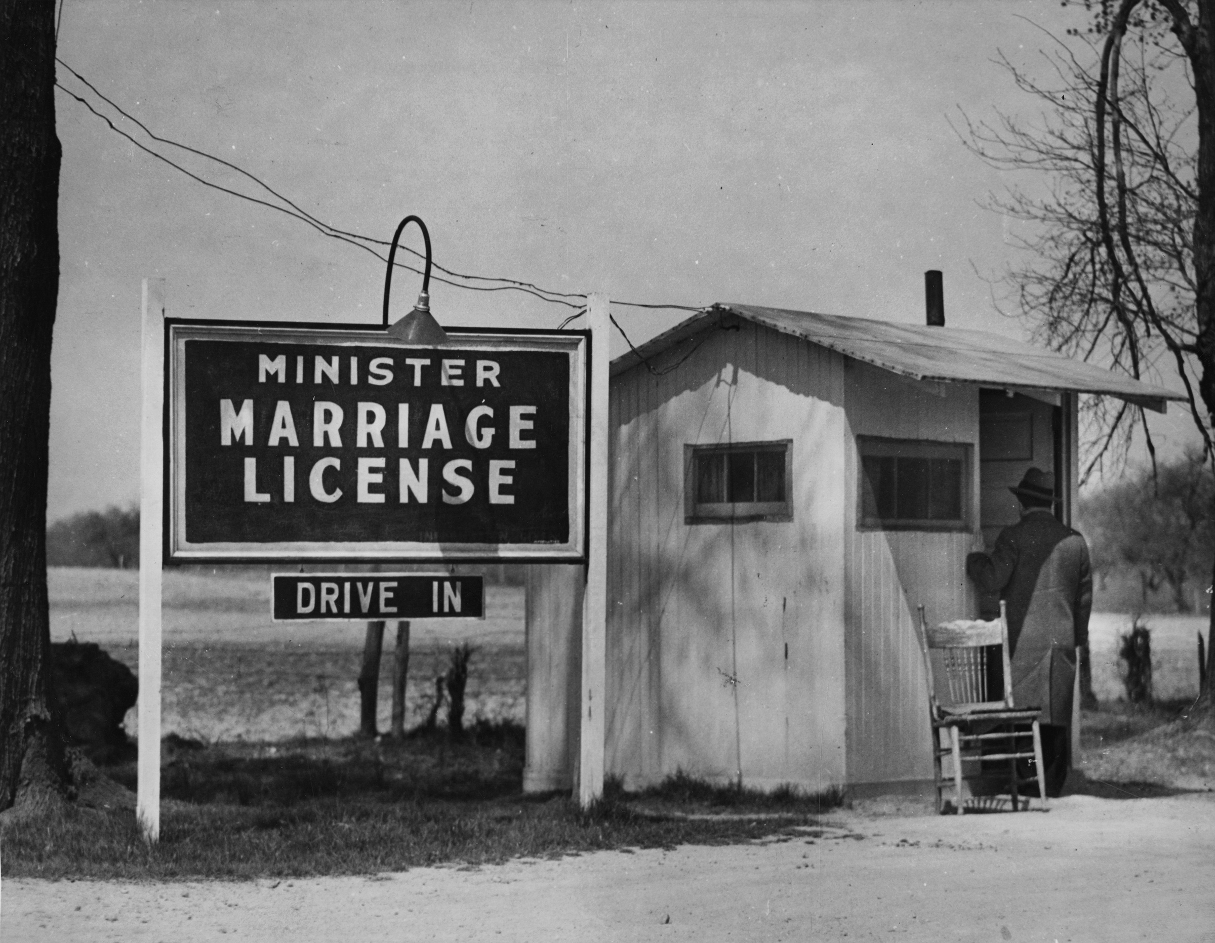 A walk-up customer at the door of a minister's marriage license booth in Elkton, Md. during the 1920-30s