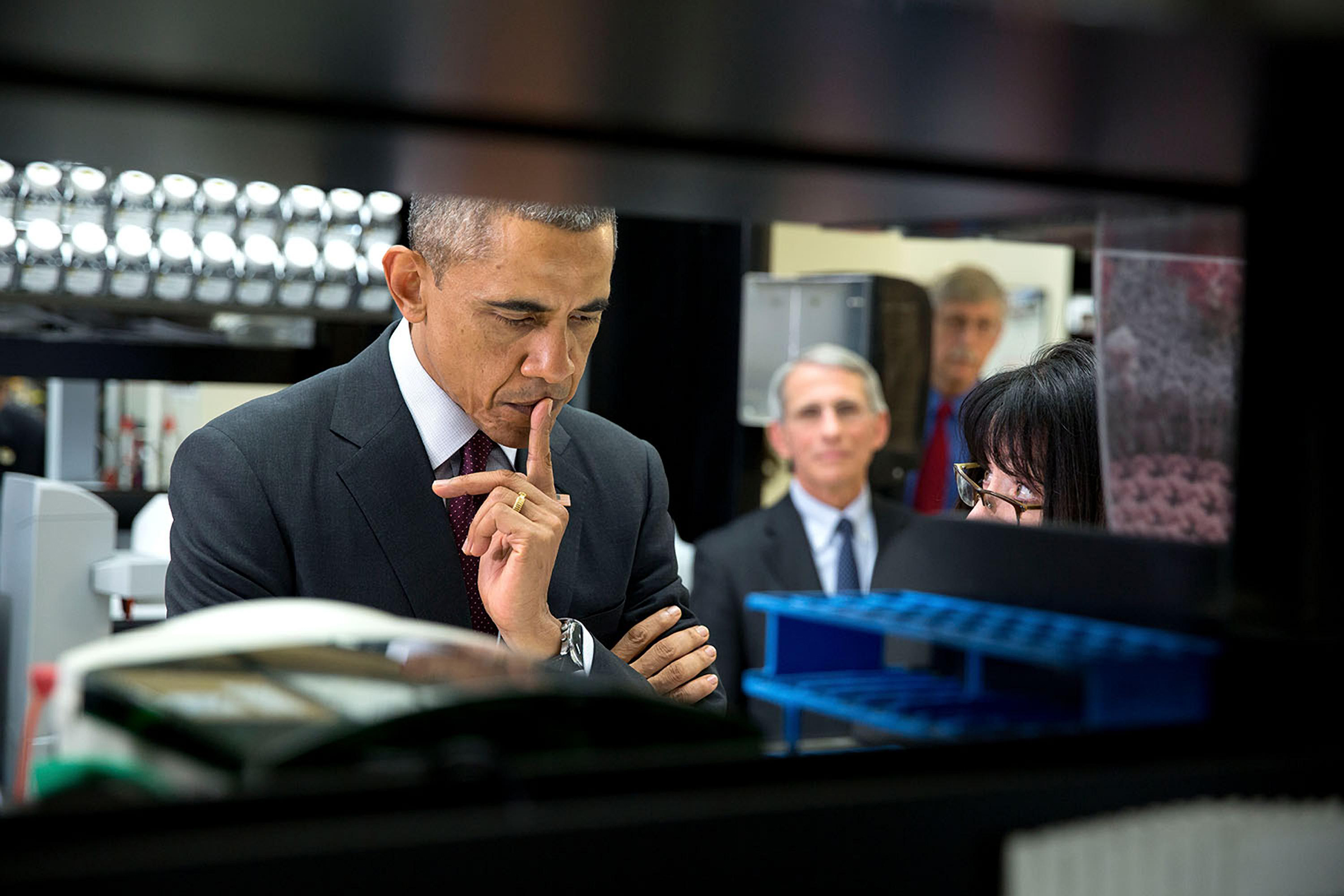 Obama visits the NIH's vaccine lab during the Ebola crisis