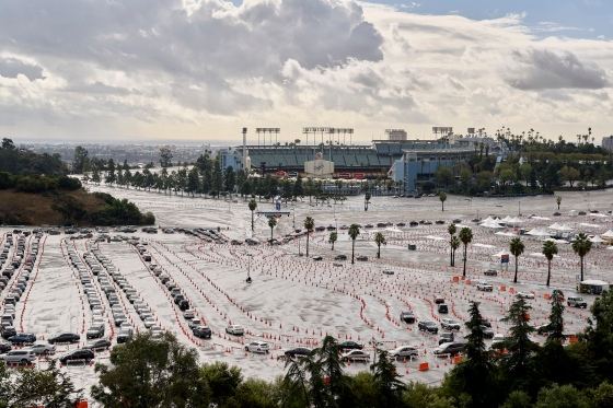 Cars lined up for a vaccination site at Dodger Stadium in Los Angeles, Jan. 29, 2021. (Philip Cheung/The New York Times)