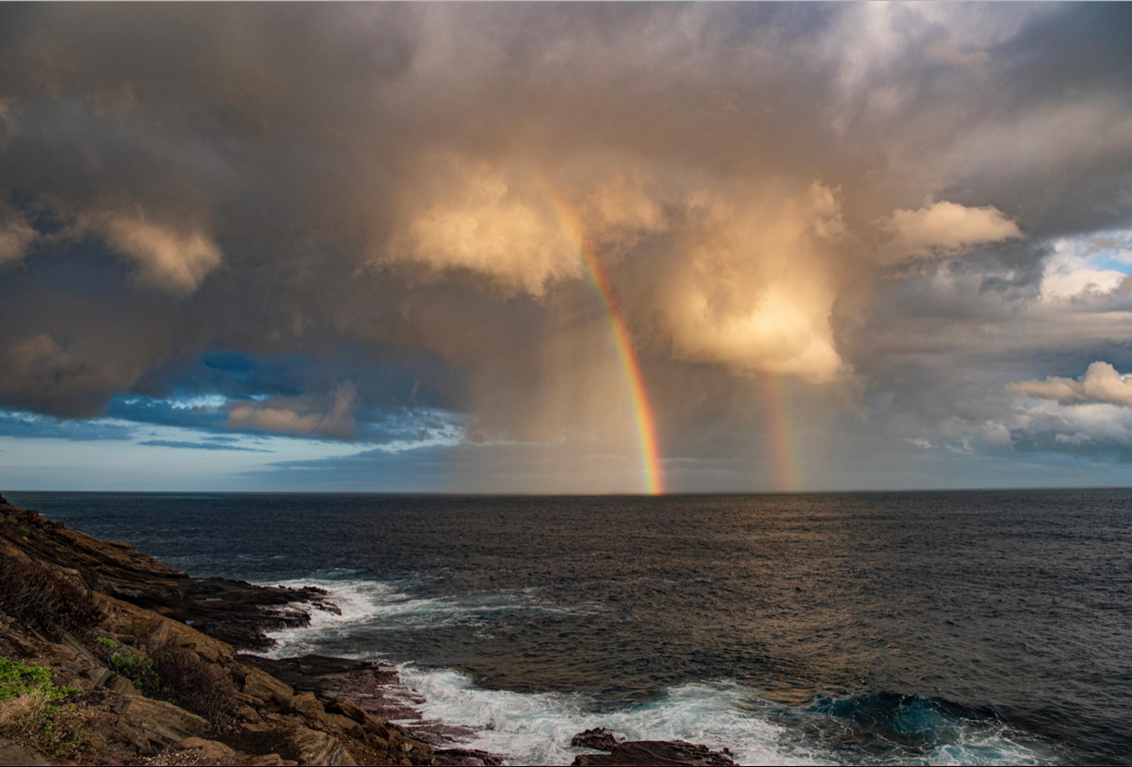 A vertical rainbow, or Kāhili over Hawaii