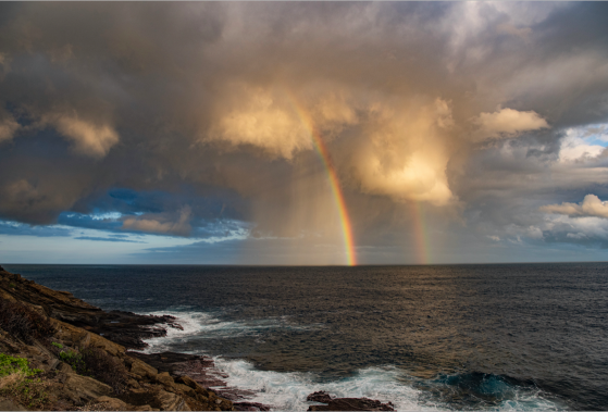 A vertical rainbow, or KÄhili over Hawaii