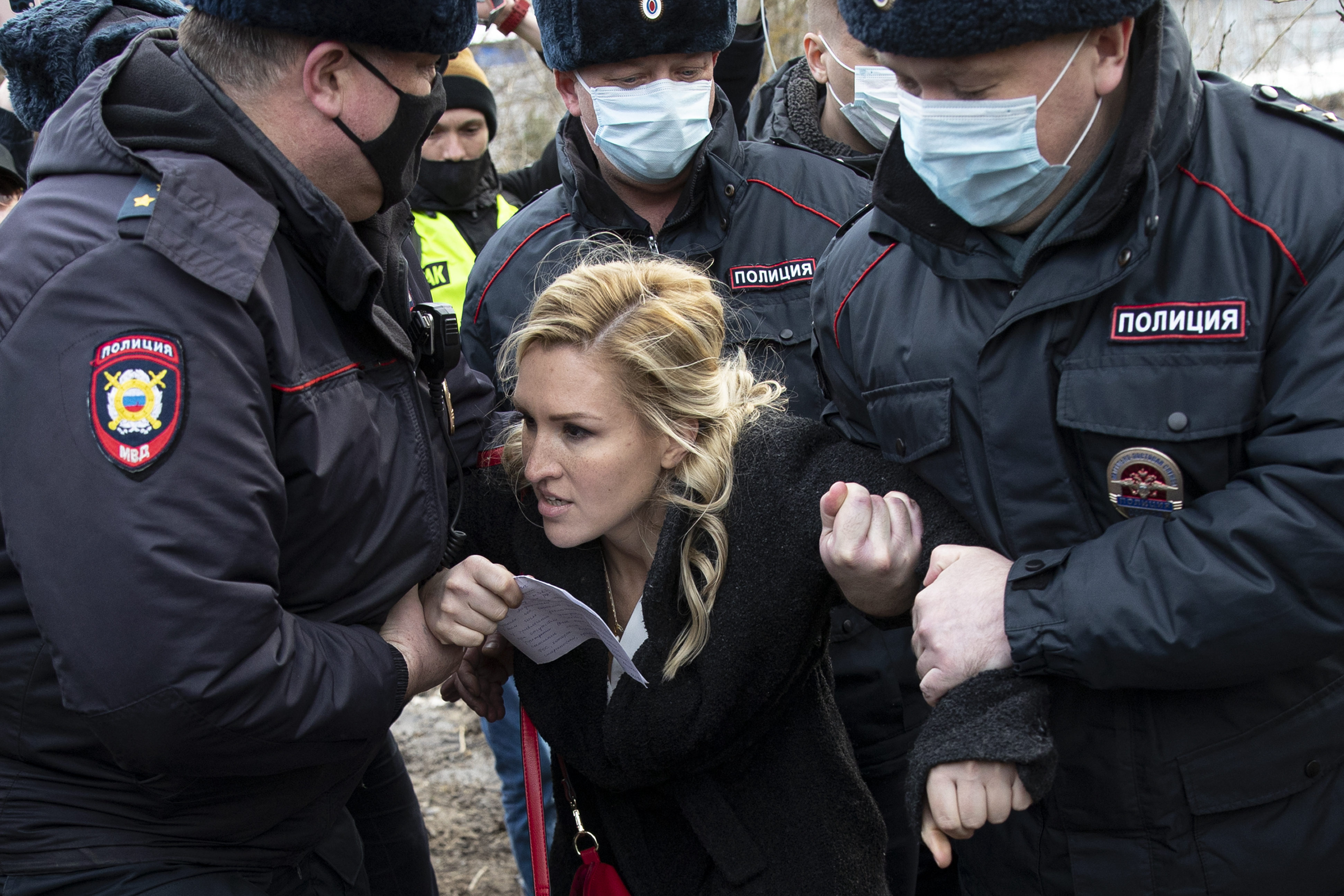 Police officers detain the Alliance of Doctors union's leader Anastasia Vasilyeva at the prison colony IK-2, which stands out among Russian penitentiary facilities for its particularly strict regime, in Pokrov in the Vladimir region, 85 kilometers (53 miles) east of Moscow, Russia, Tuesday, April 6, 2021.