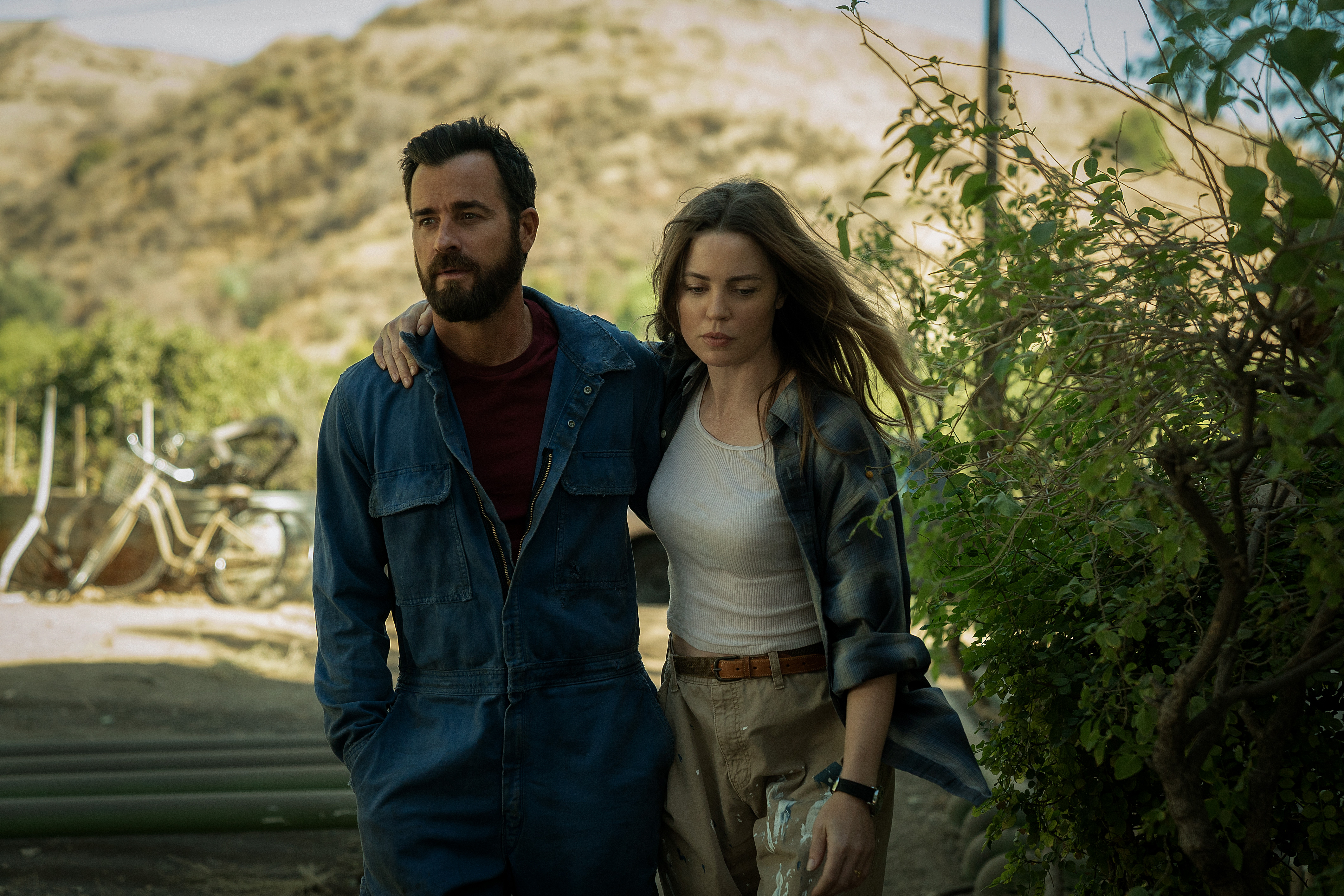 Justin Theroux and Melissa George in 'The Mosquito Coast'