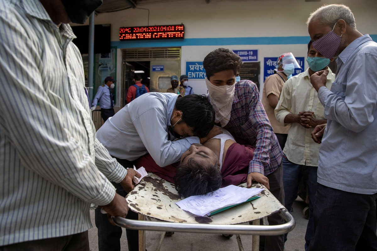 Family members mourn after Shayam Narayan is declared dead outside the COVID-19 casualty ward at Guru Teg Bahadur Hospital in New Delhi on April 23.