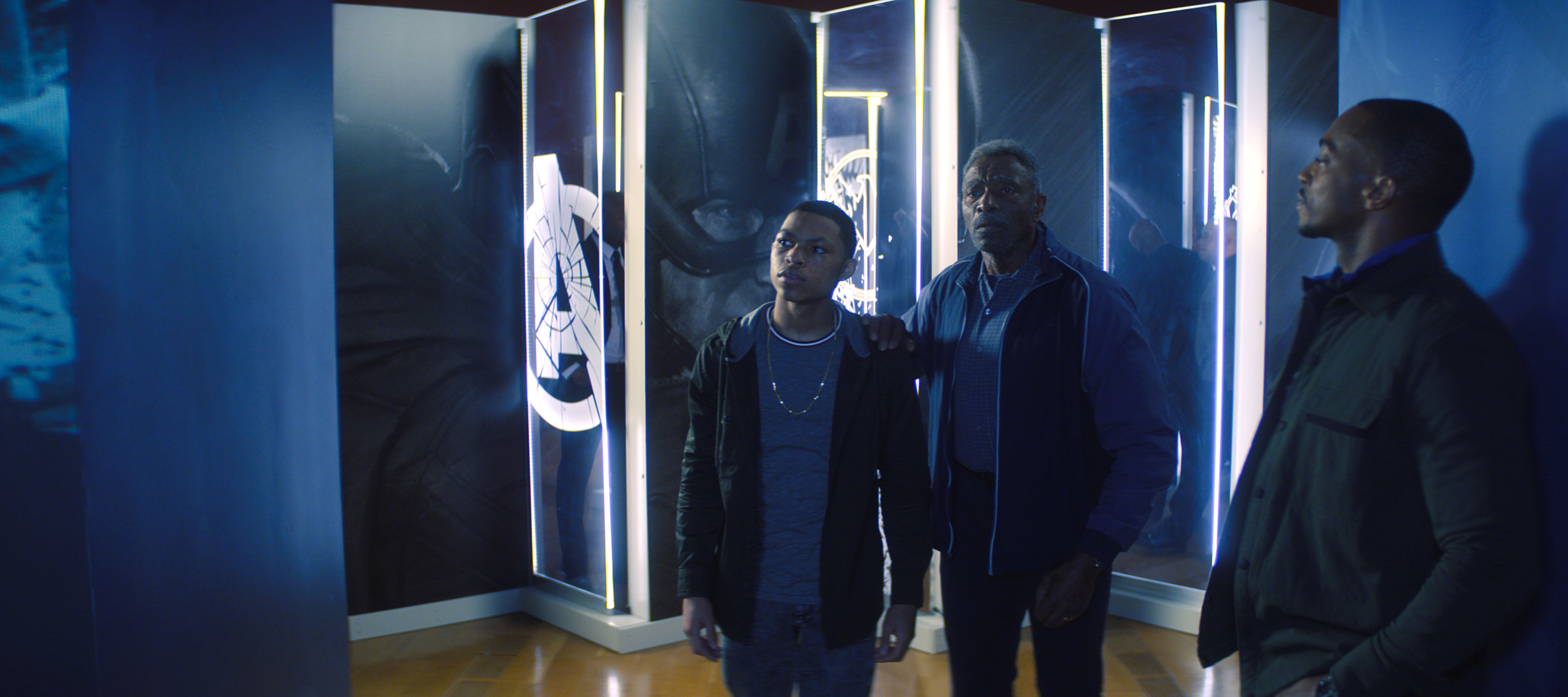 (L-R) Elijah Richarson, Carl Lumbly and Anthony Mackie in Falcon and the Winter Soldier