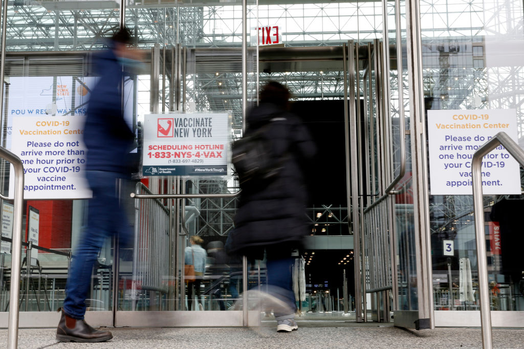 People enter the Javits Center in New York on March 31, 2021