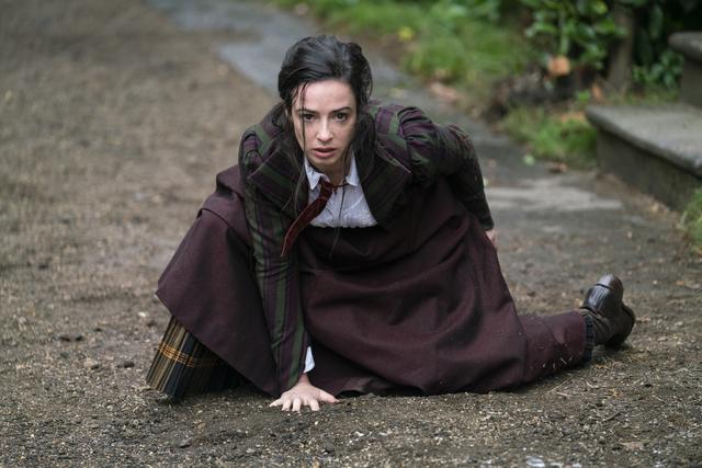 Joss Whedon Membingungkan, Penuh sesak The Nevers Manjakan diri dalam Kebiasaan Paling Malas dari Obsesi Dickens TV