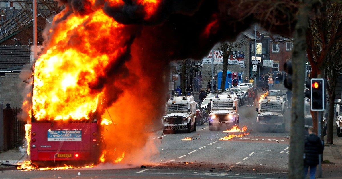 Irlandia Utara Mengalami Kekerasan Terburuk Selama Bertahun-Tahun.  Ada Apa di Balik Kerusuhan?