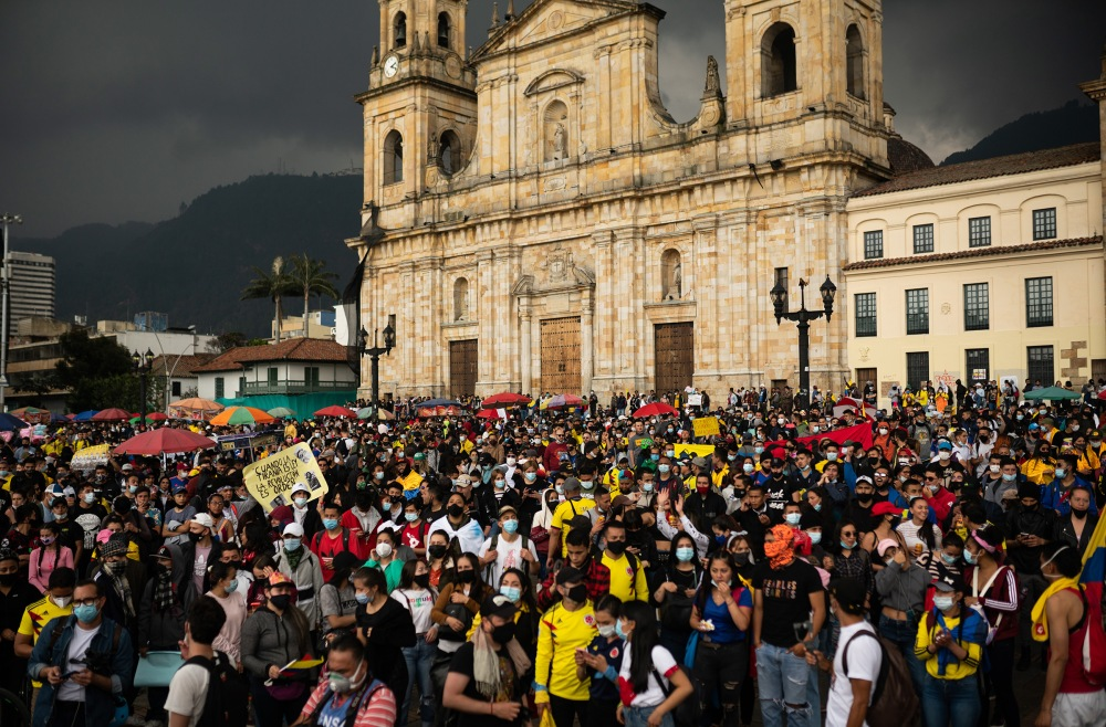 Hundreds of marchers arrive at the Plaza de Bolivar, so far 1708 cases of police violence have been registered according to the NGO Temblores, which monitors the protests. Picture by Andrés Cardona.