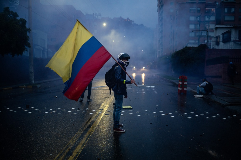 Young people are leading the protests, so far 222 cases of physical violence have been registered. The Colombian flag is a symbol that many use during the protest. Picture by Andrés Cardona.
