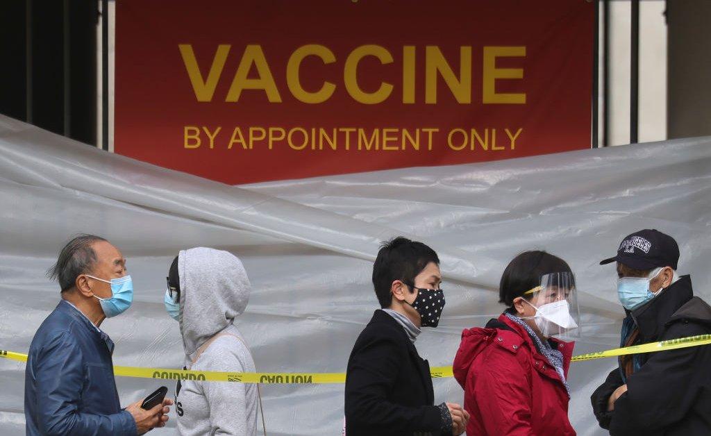 Mengapa Pria Tertinggal dalam Vaksinasi COVID-19