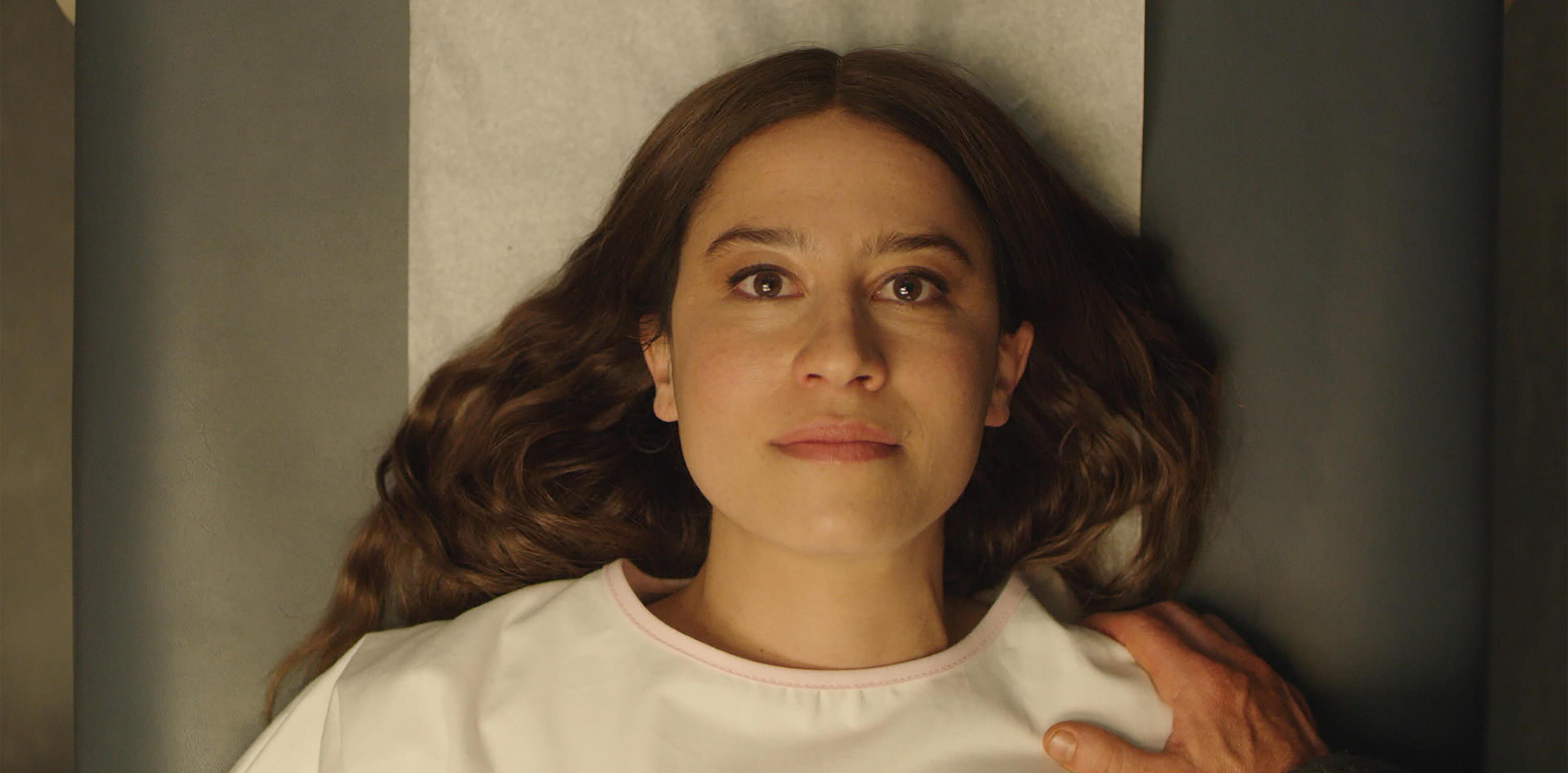 Ilana Glazer plays a mom-to-be in 'False Positive'