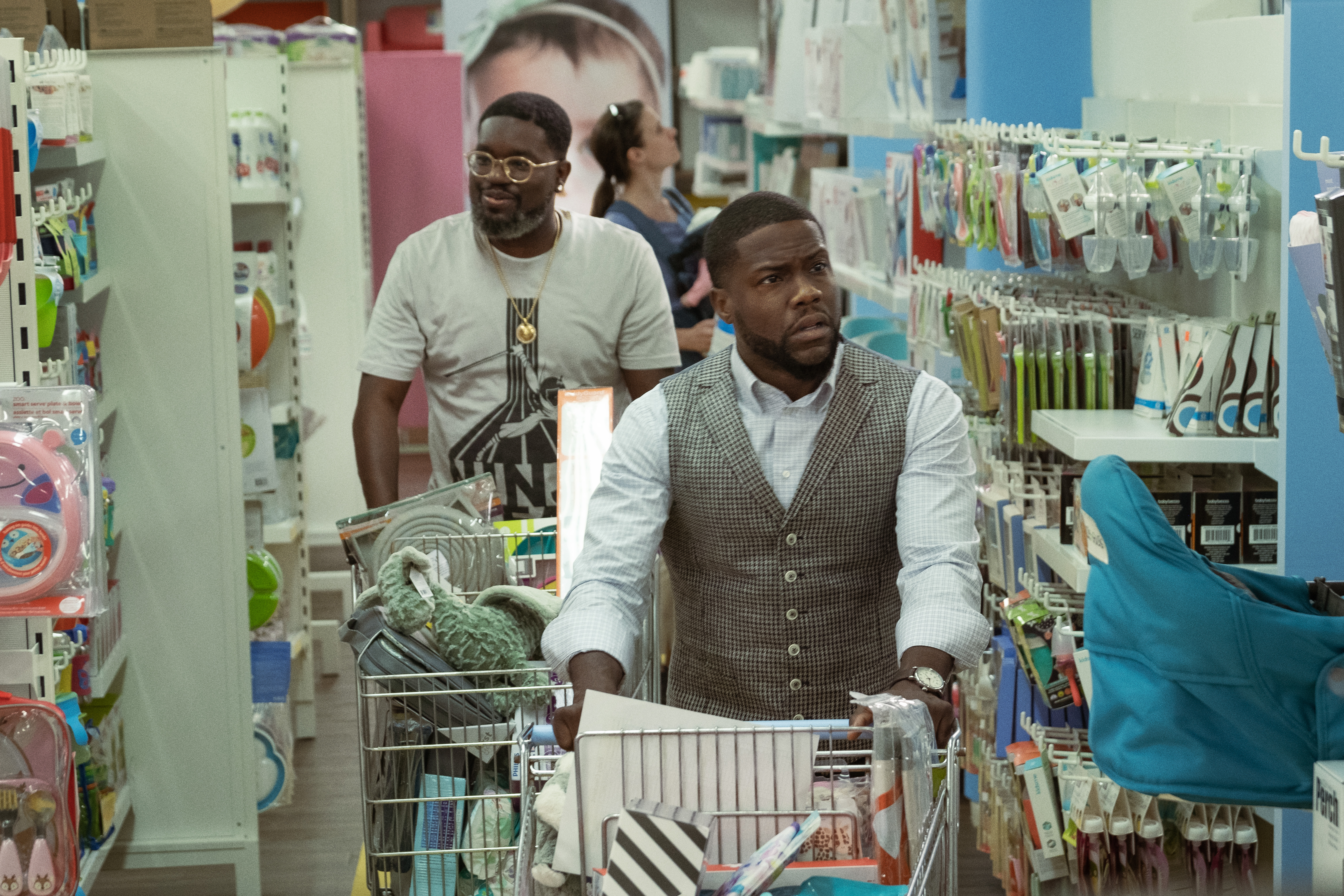 Lil Rel Howery and Kevin Hart in 'Fatherhood'