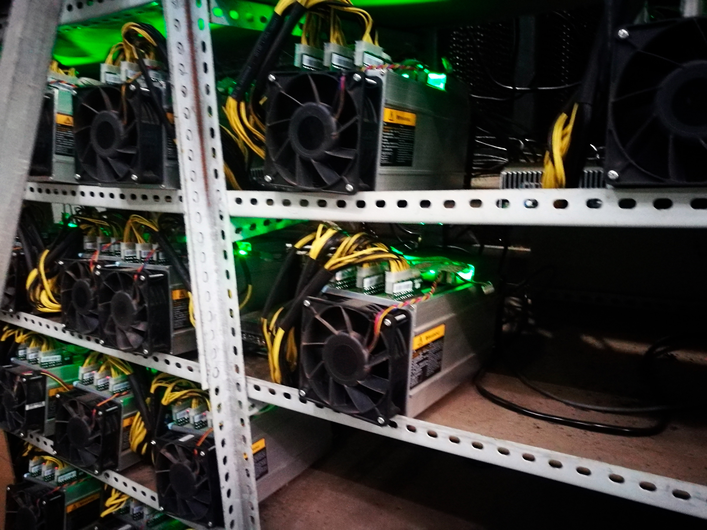 Bictoin mining machines are running at a bitcoin farm in Mabian Yi Autonomous County, southwest China's Sichuan province, 6 April 2017.
