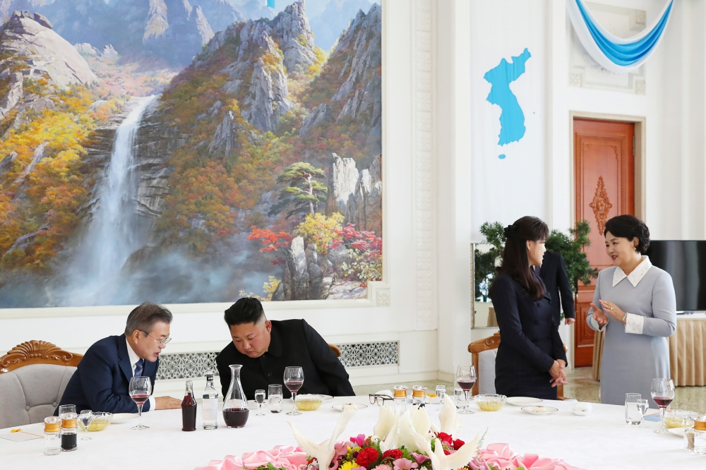 Moon lunches with Kim Jong Un during a visit to Pyongyang on Sept. 18, 2018.