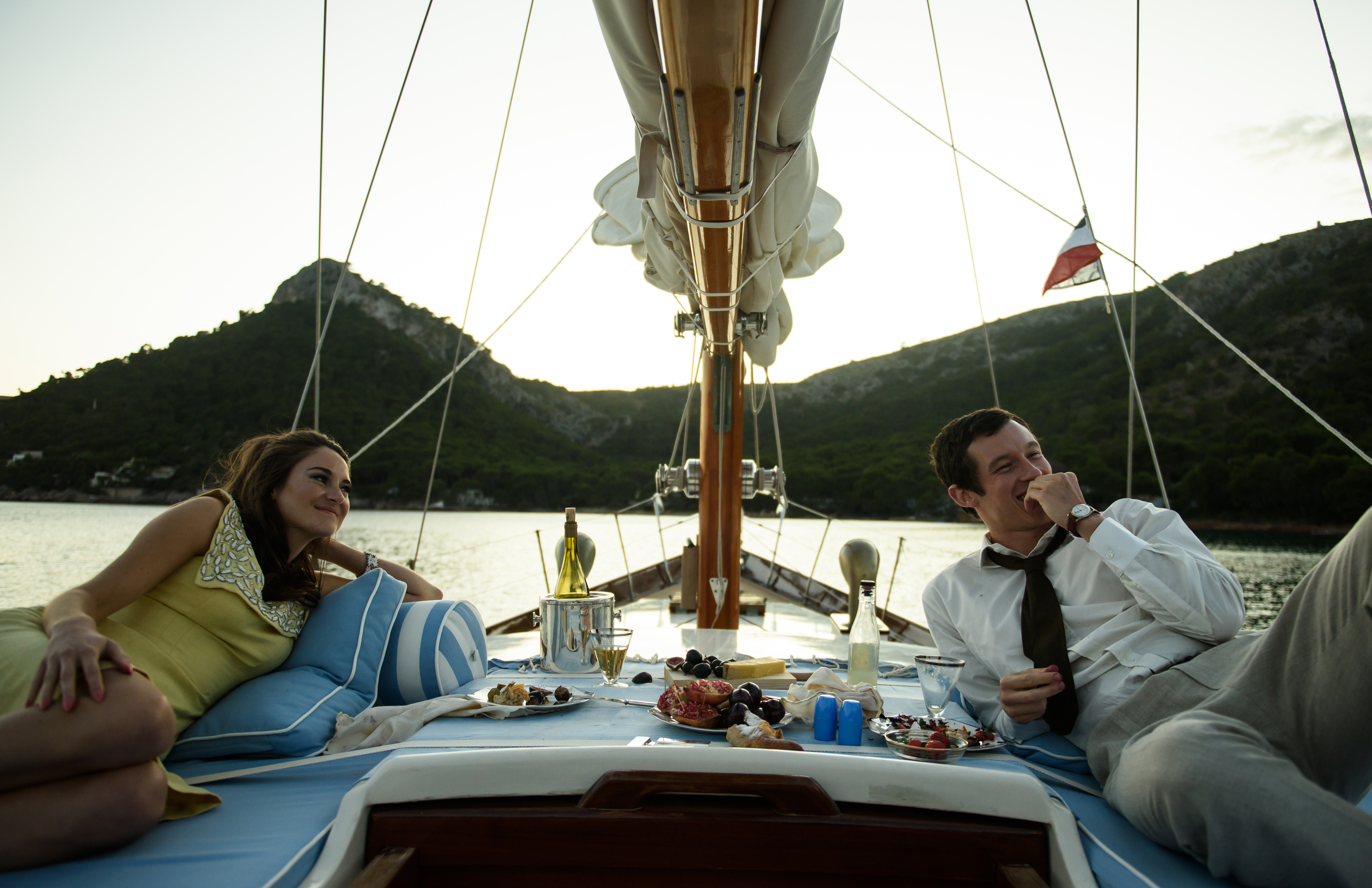 Shailene Woodley and Callum Turner in 'The Last Letter From Your Lover'