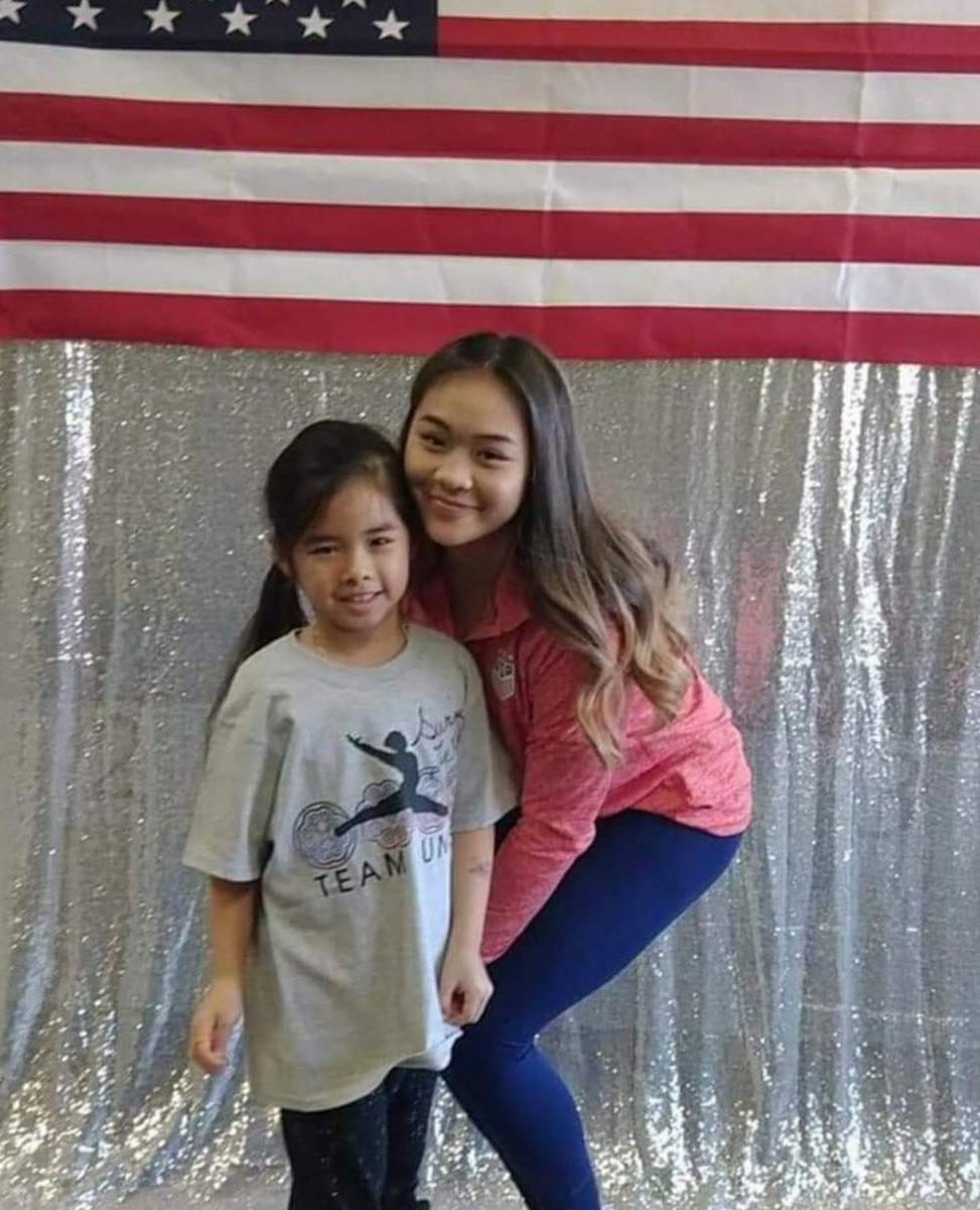 إيما نوجين ، التي مارست الجمباز منذ أن كانت في الثالثة من عمرها ، هي مع Sunisa Lee.