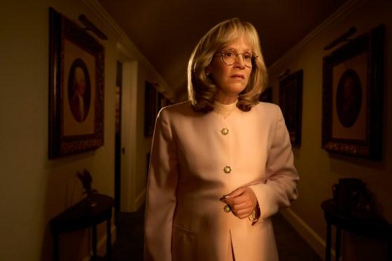 الإقالة: قصة الجريمة الأمريكية - في الصورة: سارة بولسون بدور ليندا تريب.  سجل تجاري.  كورت إيسوارينكو / إف إكس